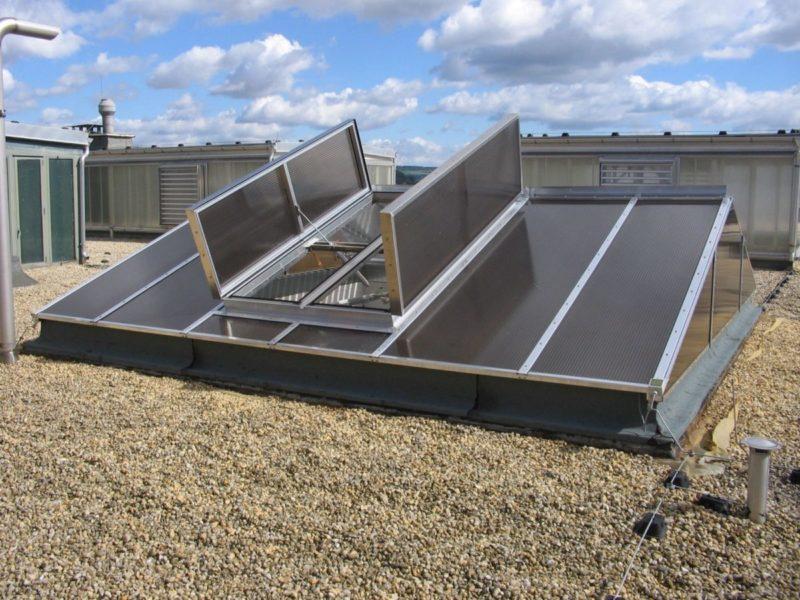 Luran: Natürliches Rauch- und Wärmeabzugsgerät, das als Einzel- oder Doppelhaubenentlüfter im Industrie- und Kommunalbau eingesetzt wird