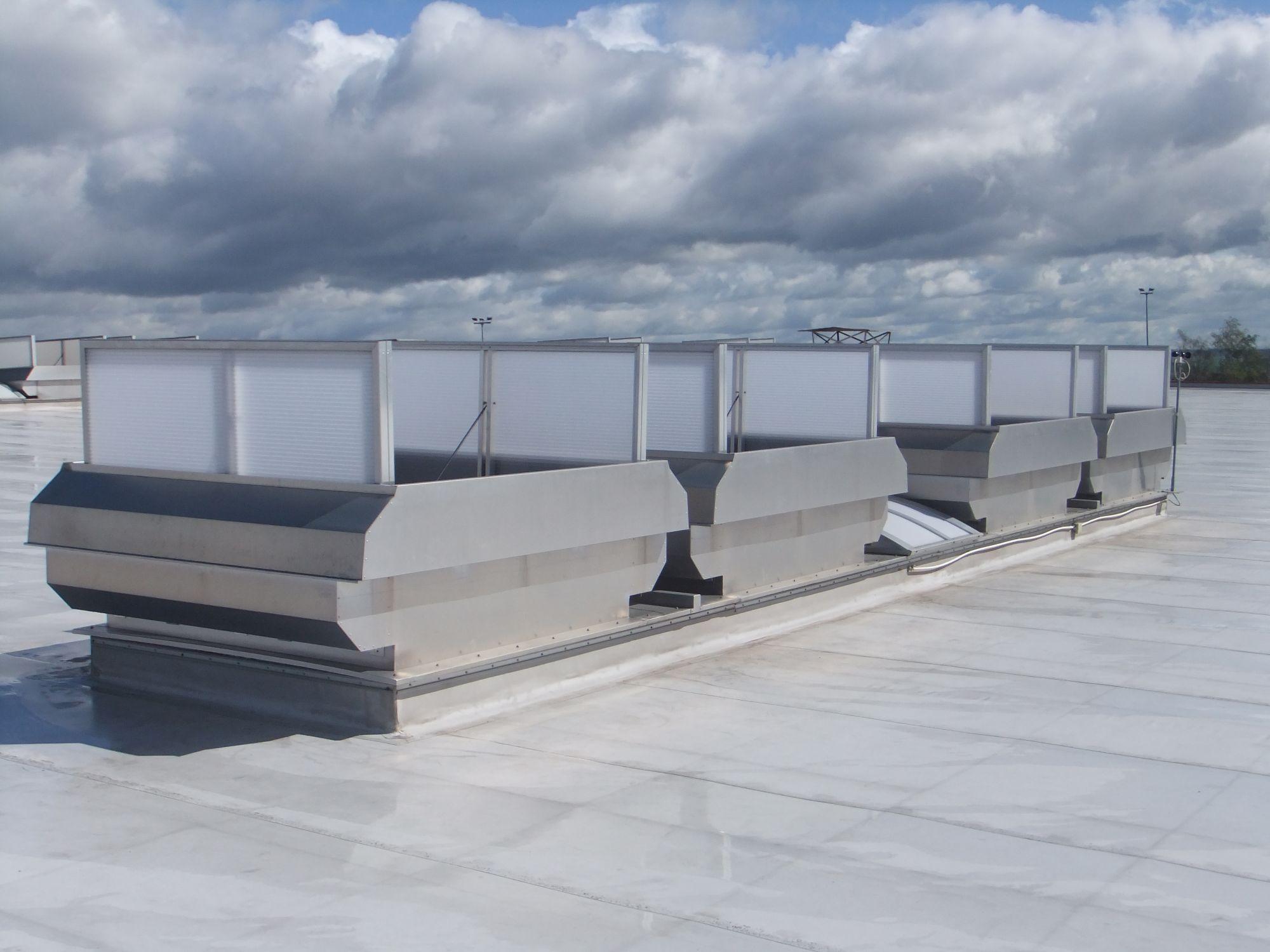 Permax: Funktionslüftungssockel für die wettergeschützte Permanentlüftung im Industriebau